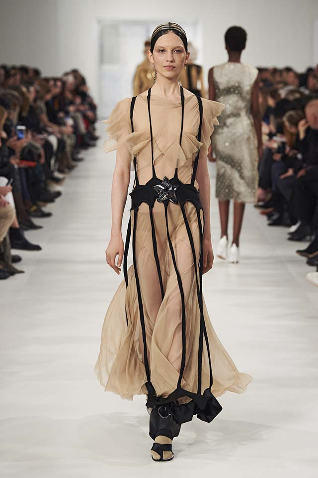 maison-margiela-fw17-rtw-fall-winter-2017-18-collection (13)-nude-dress