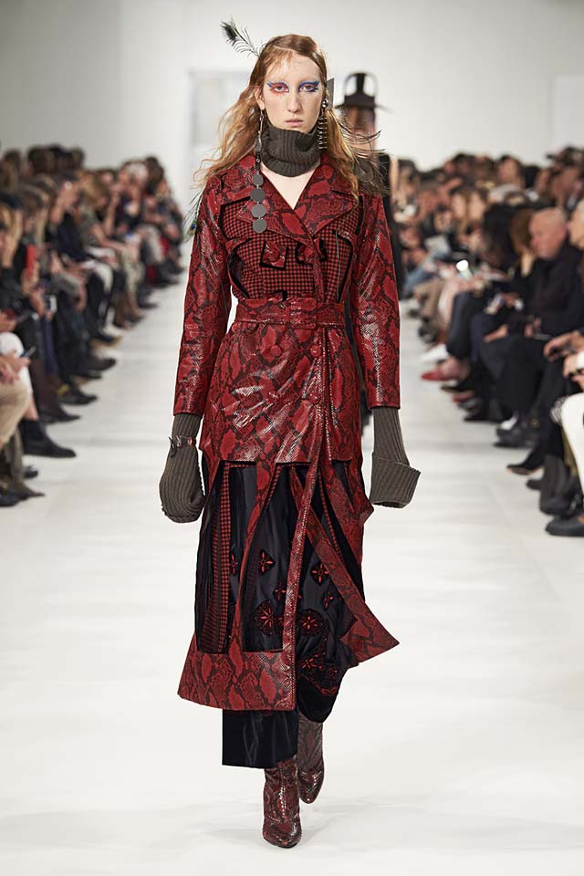 maison-margiela-fw17-rtw-fall-winter-2017-18-collection (21)-red-leather-jacket-gloves