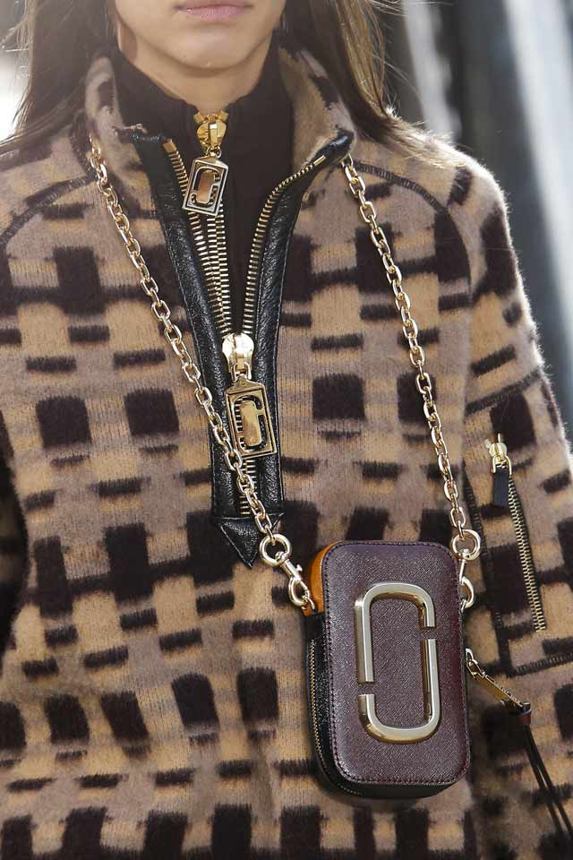 marc-jacobs-2017-latest-fashion-in-womens-handbags-mobile-pouch-chain-strap
