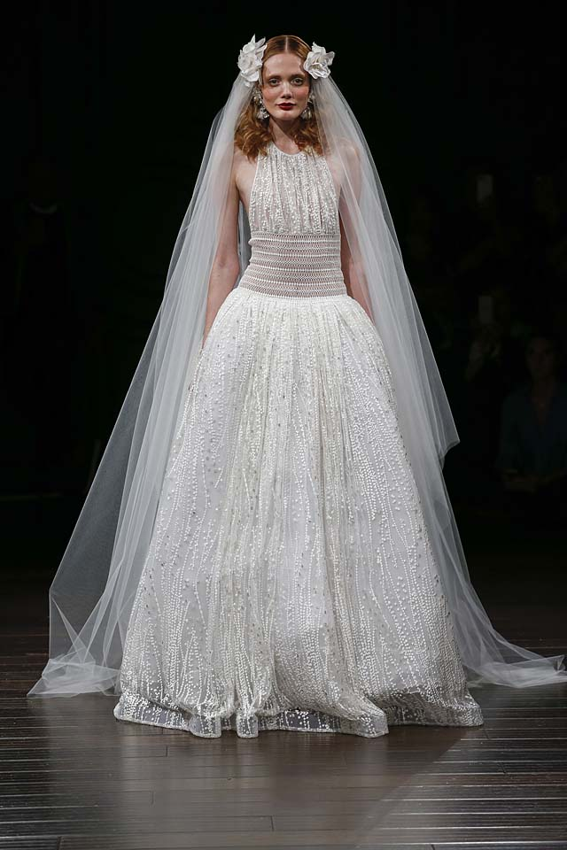 naeem-khan-bridal-fall-winter-2017-collection (12)-poofy-gown-details-hair-accessories