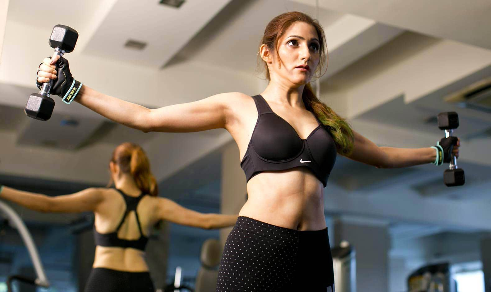 nike-clothes-work-out-weight-training-fitness-outfit-shilpa-ahuja-black-sportsbra