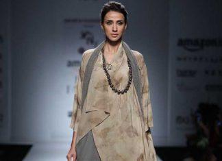 novita-yunus-autumn-winter-2017-collection-amazon-india-fashion-week-beaded-necklace-asymmetric-kaftan-top