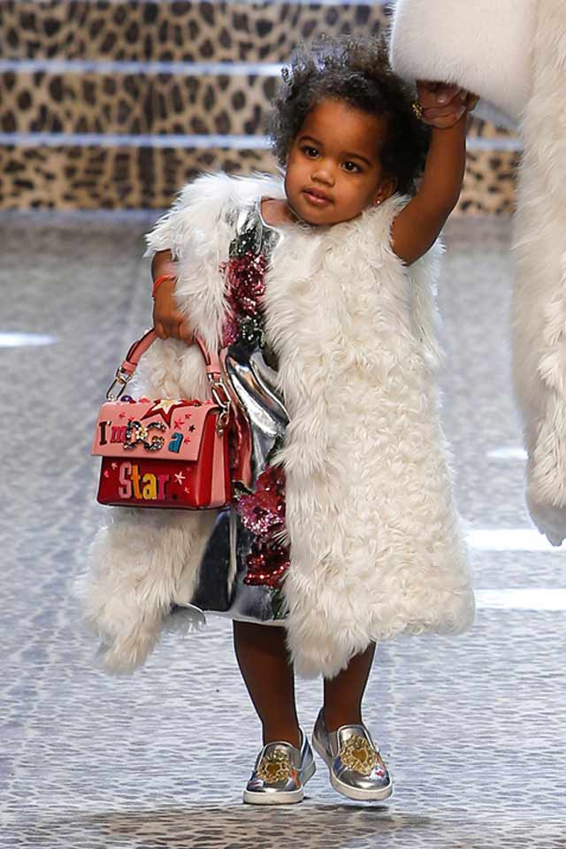 pink-small-strap-bags-embellished-dolce-gabbana-latest-2017-trends-for-handbags