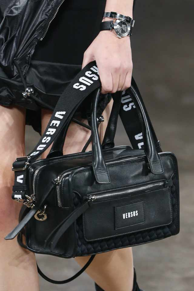 popular-trends-in-handbags-for-fall-winter-2017-versus-versace-black-logo-bag
