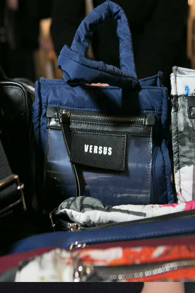popular-trends-in-handbags-for-fall-winter-2017-versus-versace-blue-bag