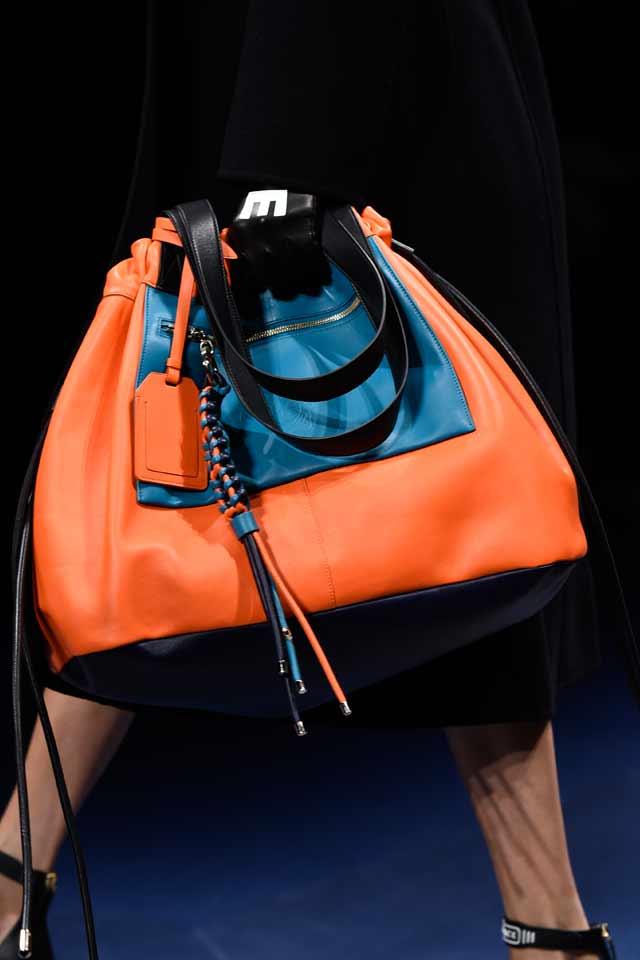 popular-trends-in-handbags-for-fall-winter-2017-versus-versace-two-toned-orange-bag