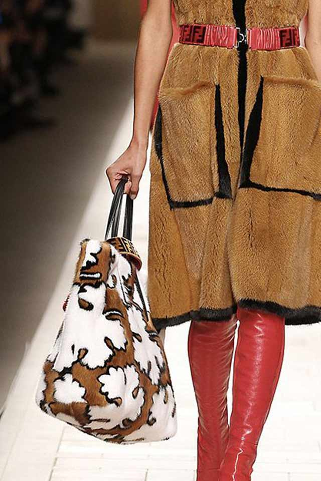 printed-fur-huge-bags-latest-trends-2017-handbag-fashion