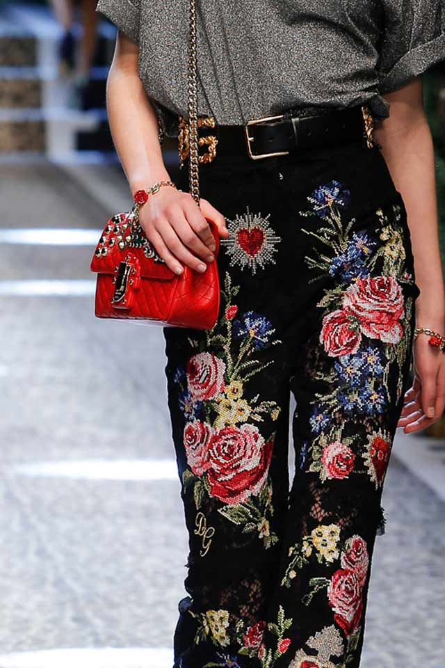 red-chain-strap-bags-latest-trends-2017-dolce-gabbana-fw17