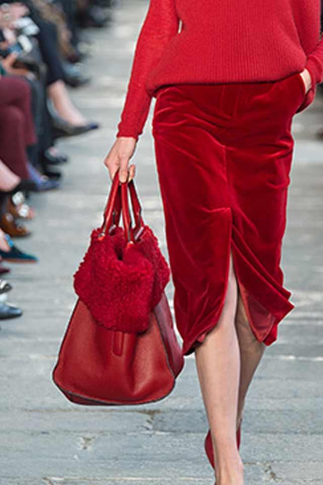 red-max-mara-runway-handbags-latest-fur-details-2017