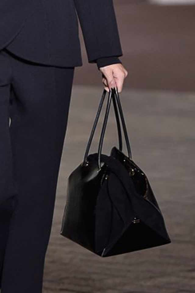 roland-mouret-lastest-trends-in-handbags-2017-black