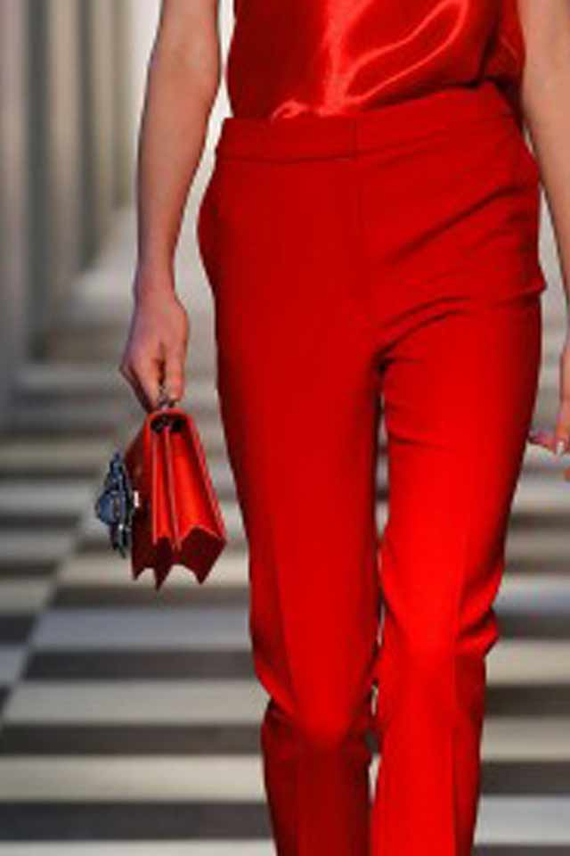 runway-handbag-trends-fall-winter-2017-latest-red-oscar-de-la-renta