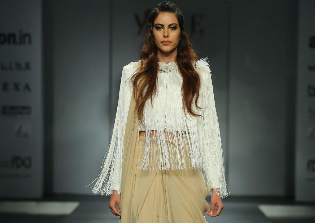 sari-24-7-amazon-india-fashion-week-2017
