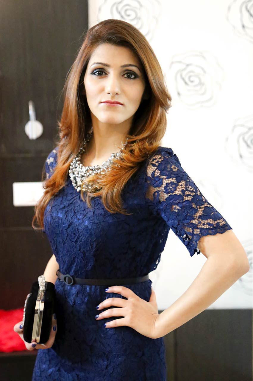 shilpa-ahuja-fashion-style-blue-dress-look-photo-shoot-blogger-party-dinner-date-outfit