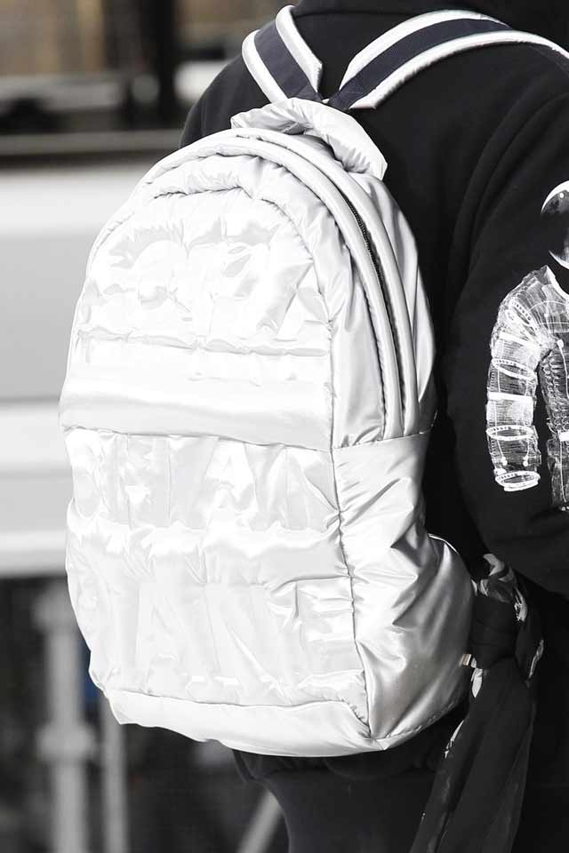 silver-metallic-backpack-chaenl-2017-runway-trends-handbags