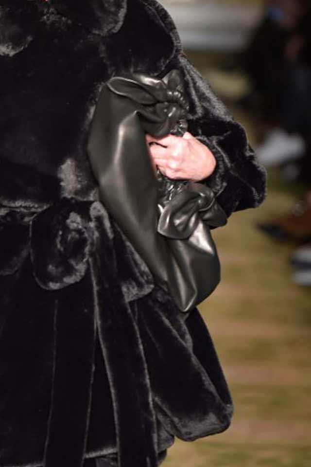 simonae-rocha-runway-handbags-trends-2017-black-fall-winter-2017