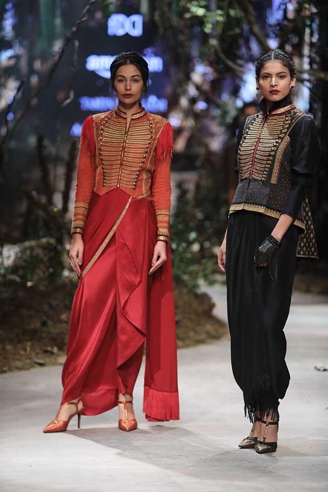 tarun-tahiliani-aifw-2017-fashion-show-dresses-designer-collection (11)-black-red-saree-pants-full-sleeved-overcoat