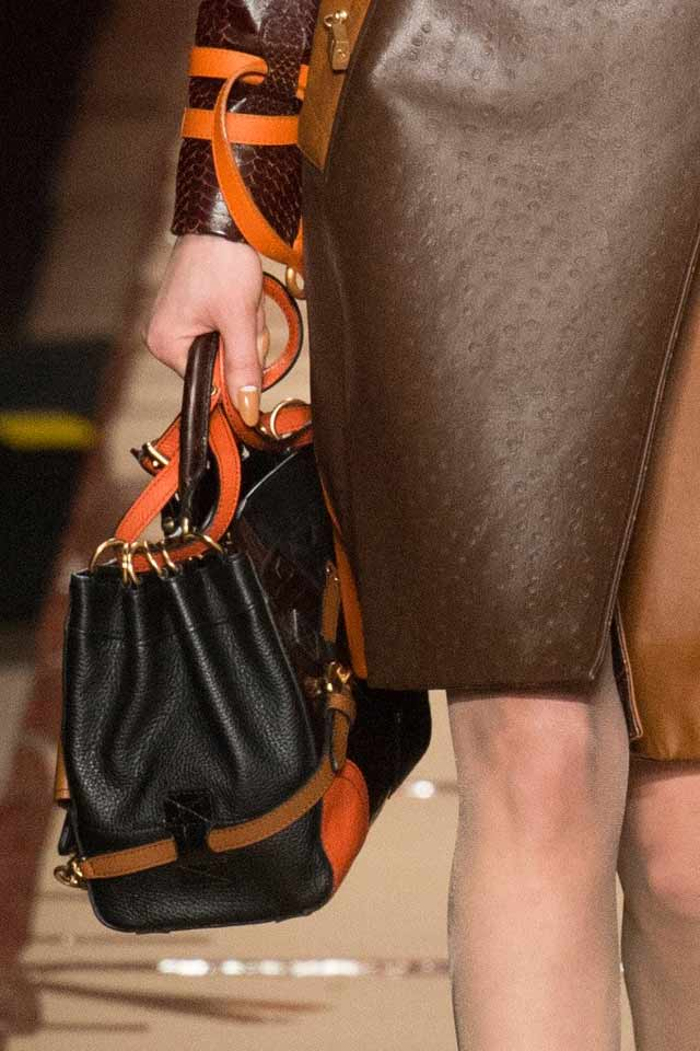 two-tone-bag-black-orange-moschino-fashion-handbag-trends-2017