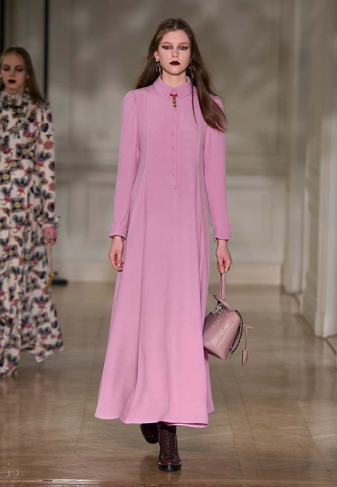 valentino-fw17-rtw-fall-winter-2017-18-collection (12)-pink-gown-flowy-bag