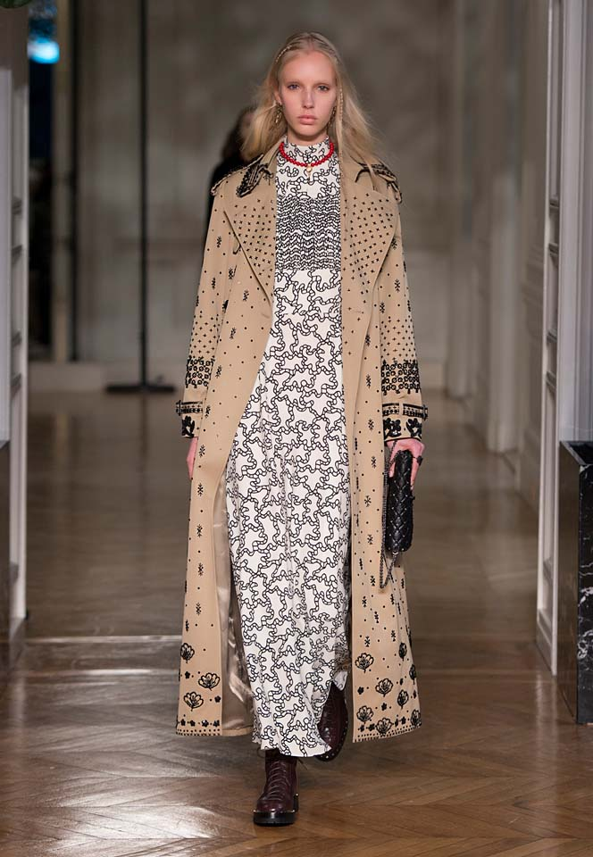 valentino-fw17-rtw-fall-winter-2017-18-collection (14)-printed-coat-nude-dress