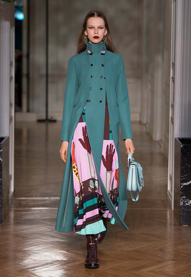 valentino-fw17-rtw-fall-winter-2017-18-collection (20)-coat-slits-graphic-dress