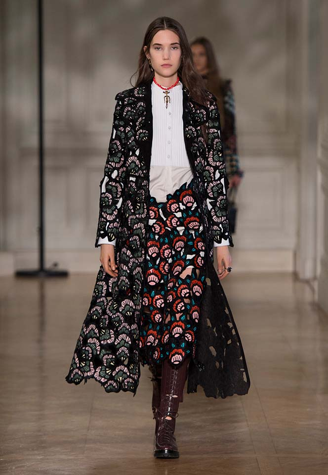 valentino-fw17-rtw-fall-winter-2017-18-collection (24)-printed-coat