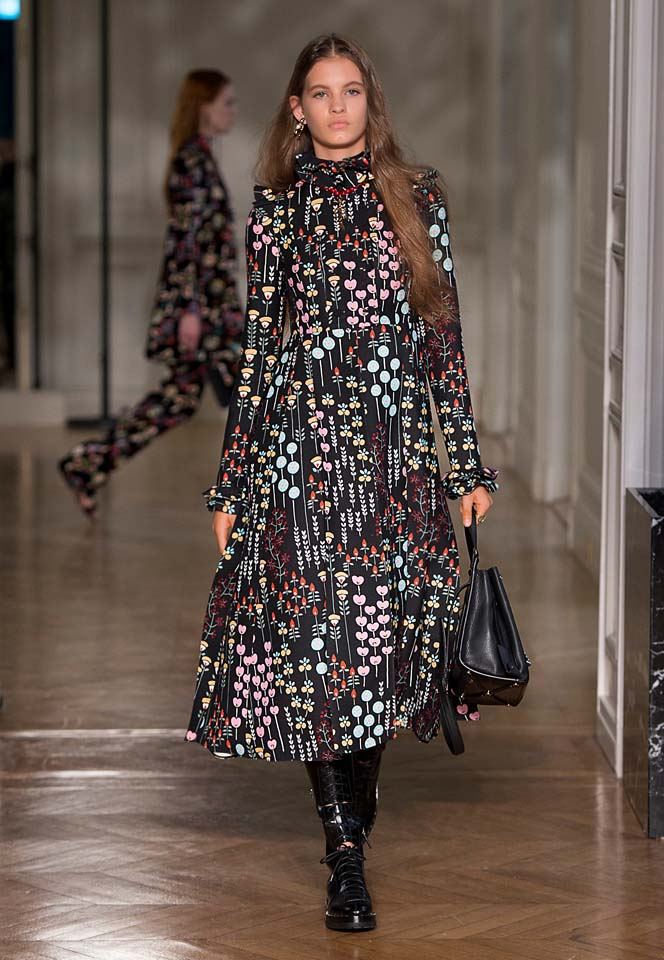 valentino-fw17-rtw-fall-winter-2017-18-collection (25)-black-printed-dress