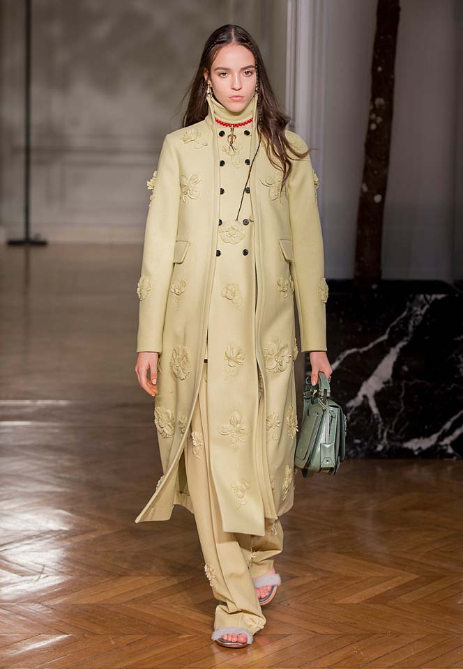 valentino-fw17-rtw-fall-winter-2017-18-collection (34)-slit-coat-applique