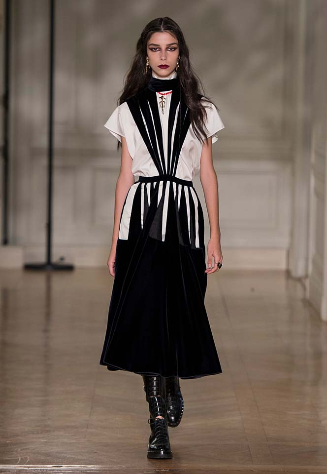 valentino-fw17-rtw-fall-winter-2017-18-collection (40)-white-black-dress