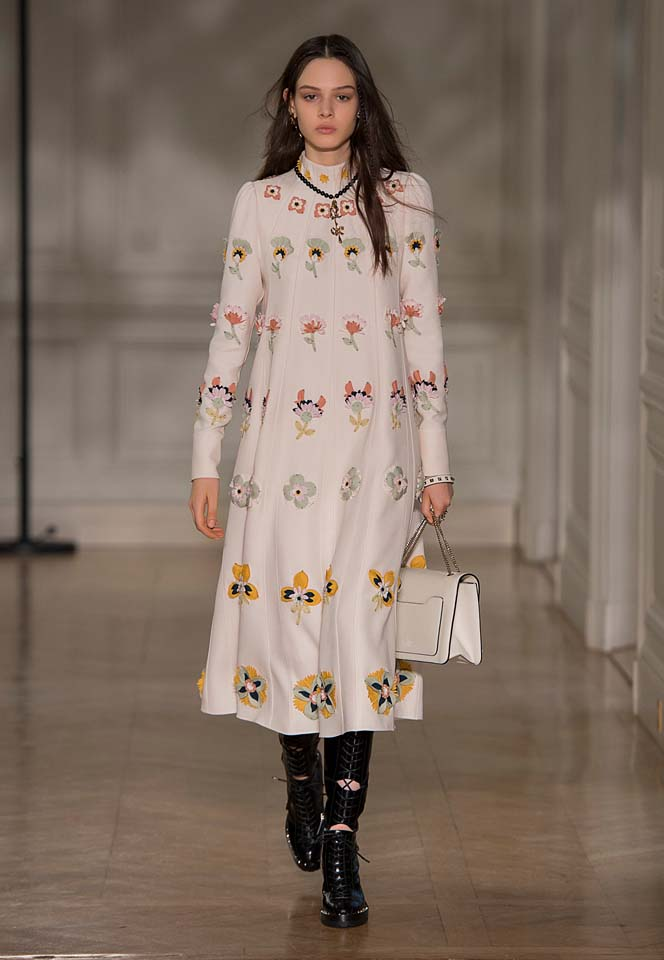 valentino-fw17-rtw-fall-winter-2017-18-collection (46)-floral-applique-dress