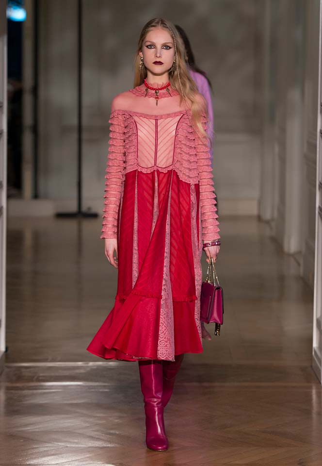 valentino-fw17-rtw-fall-winter-2017-18-collection (5)-red-lips-dress-boots