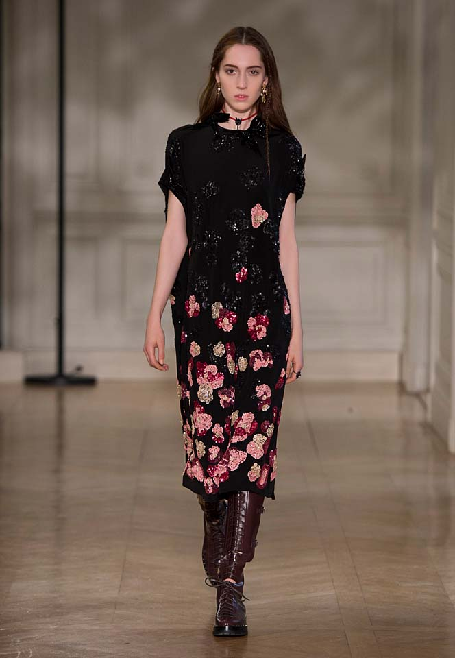 valentino-fw17-rtw-fall-winter-2017-18-collection (53)-black-floral-printed-dress-sequins