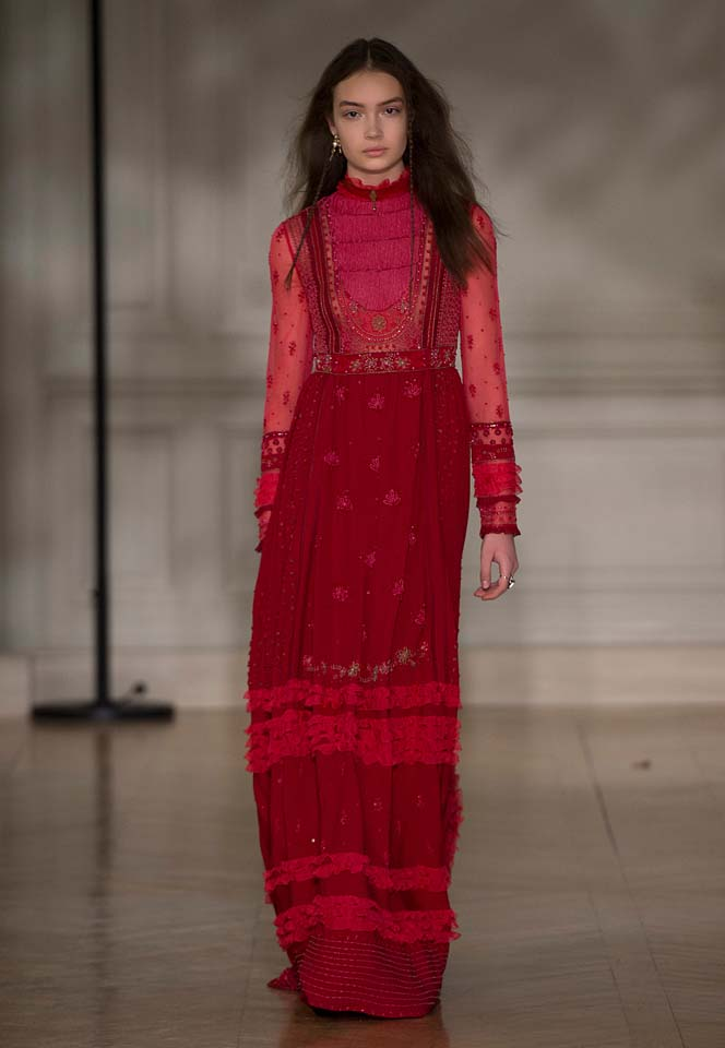 valentino-fw17-rtw-fall-winter-2017-18-collection (60)-red-gown