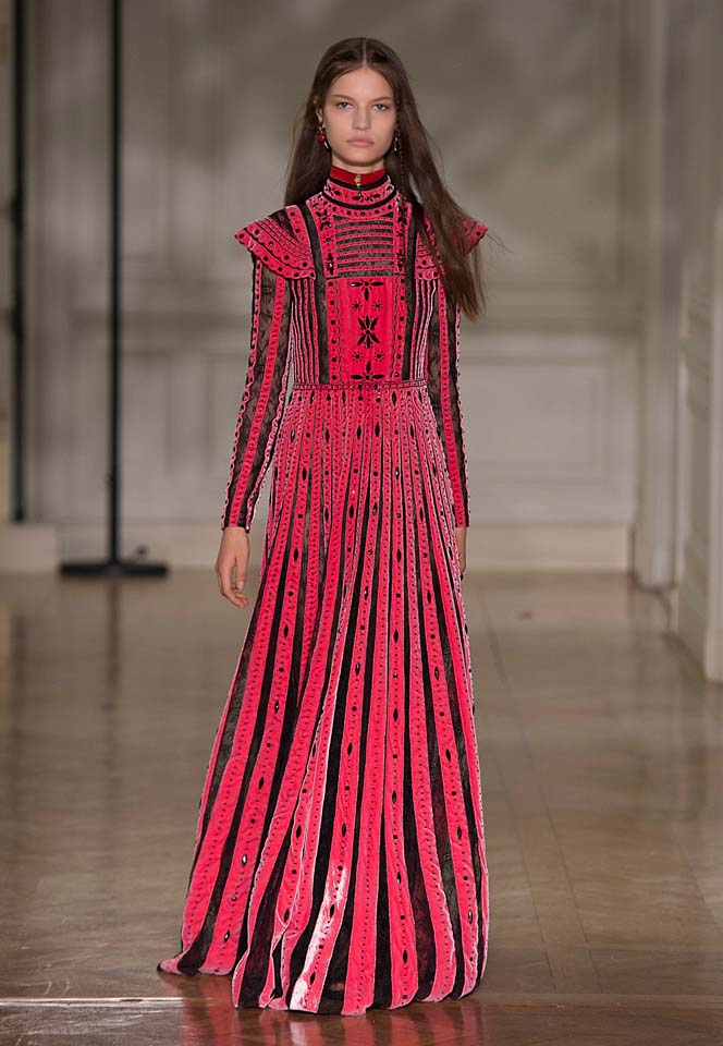 valentino-fw17-rtw-fall-winter-2017-18-collection (61)-red-black-gown