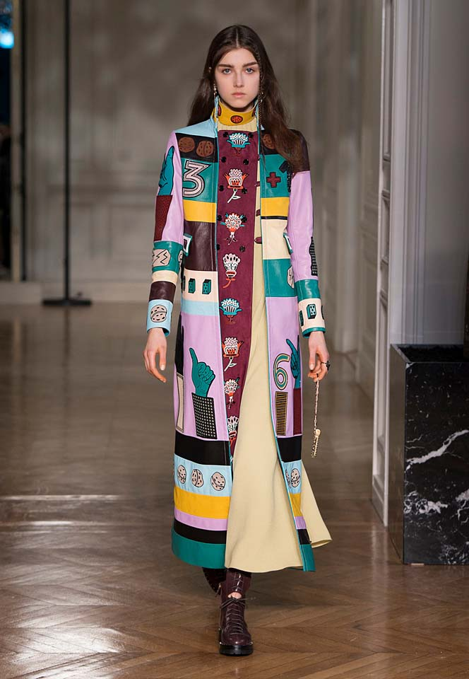 valentino-fw17-rtw-fall-winter-2017-18-collection (7)-printed-coat-graphics