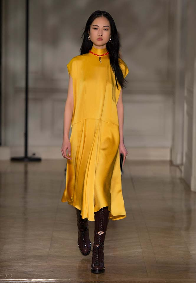 valentino-fw17-rtw-fall-winter-2017-18-collection (8)-yellow-silk-dress-necklace