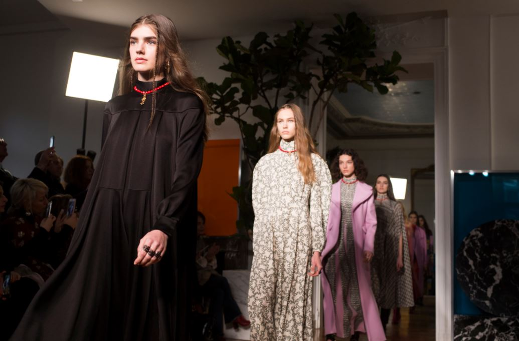 valentino-fw17-rtw-fall-winter-2017-18-paris-fashion-week-collection-models-flowy-gowns