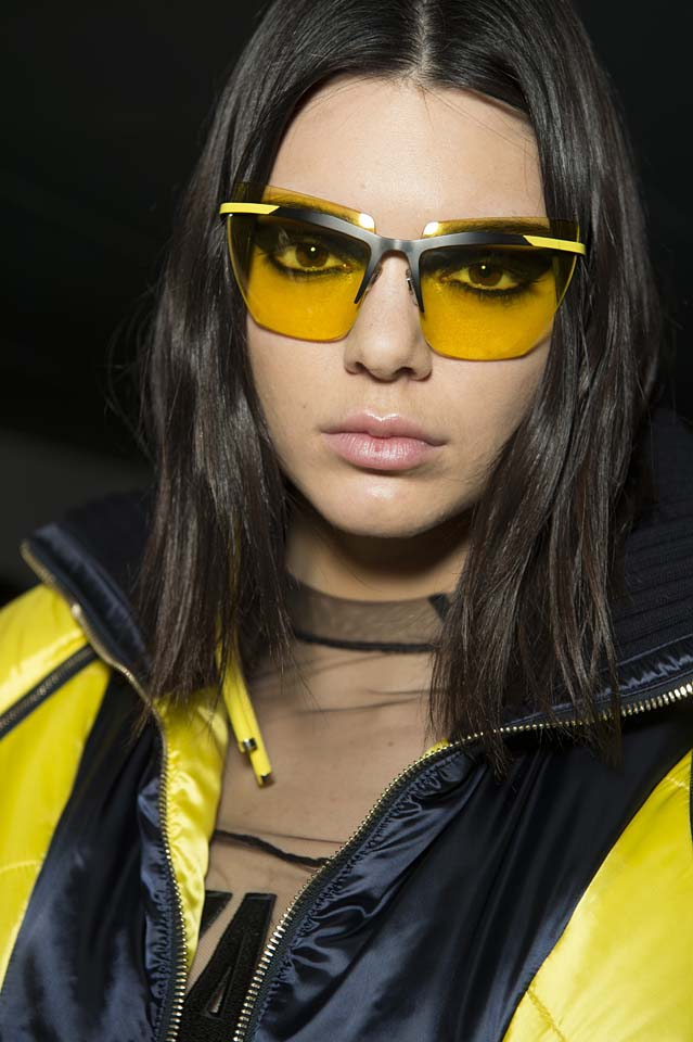 versace-fw17-rtw-fall-winter-2017-backstage-beauty-makeup-looks (1)-sunglasses-kendall-jenner-yellow