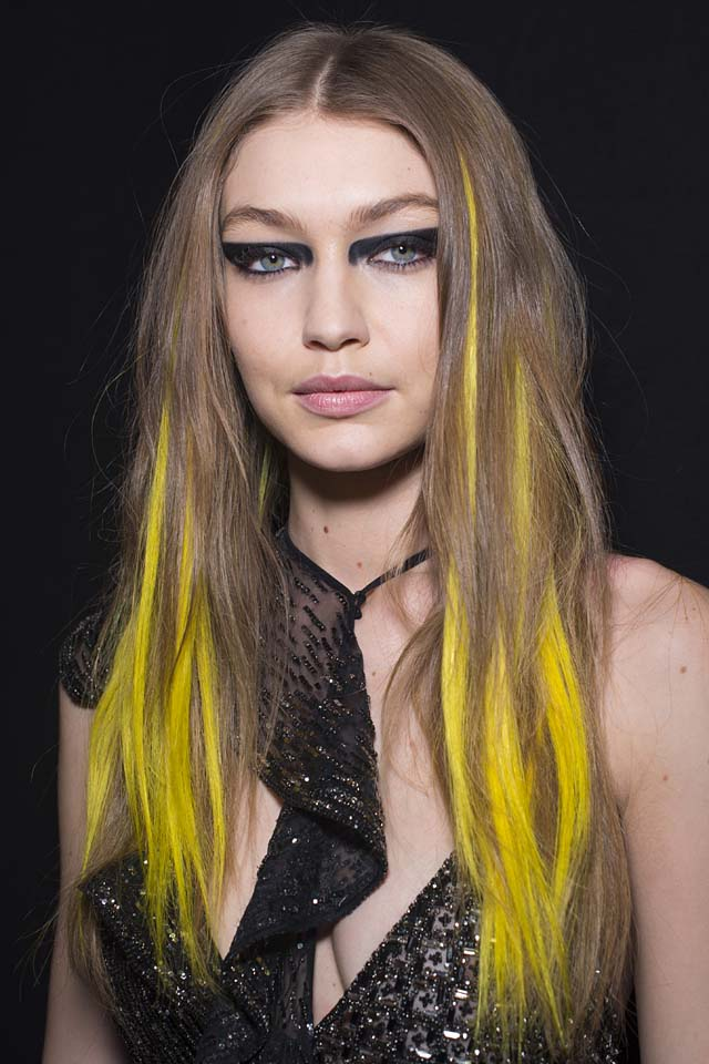 versace-fw17-rtw-fall-winter-2017-backstage-beauty-makeup-looks (10)-gigi-hadid-yellow-streaks-hair