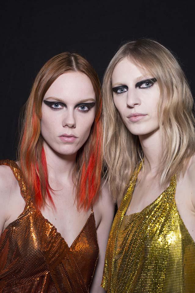 versace-fw17-rtw-fall-winter-2017-backstage-beauty-makeup-looks (11)-metallic-dress