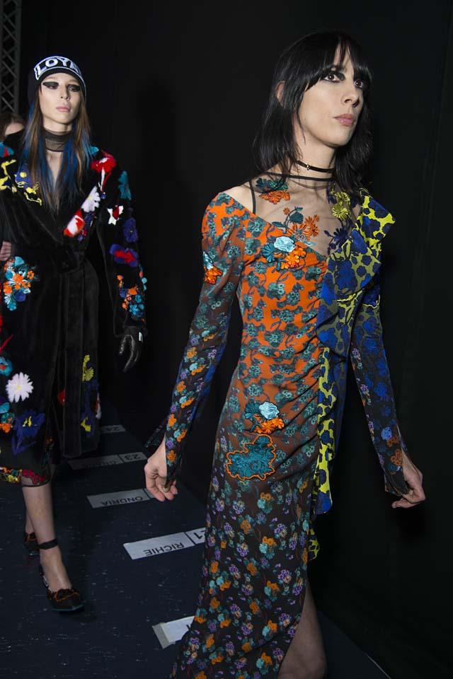 versace-fw17-rtw-fall-winter-2017-backstage-beauty-makeup-looks (119)