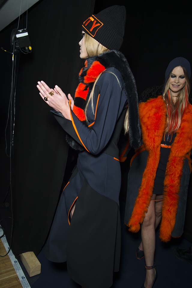 versace-fw17-rtw-fall-winter-2017-backstage-beauty-makeup-looks (126)