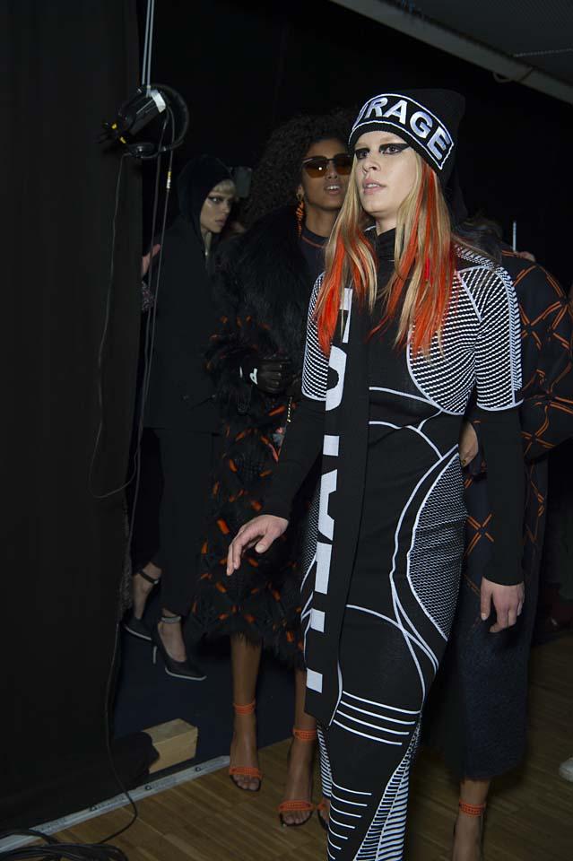 versace-fw17-rtw-fall-winter-2017-backstage-beauty-makeup-looks (127)
