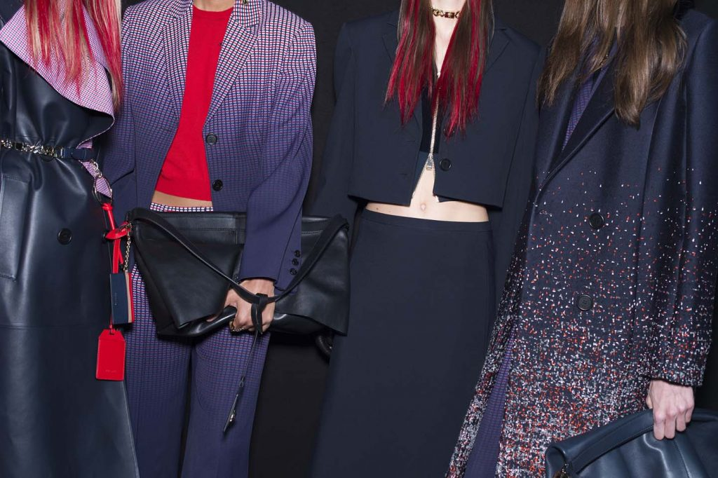 versace-fw17-rtw-fall-winter-2017-backstage-beauty-makeup-looks (155)