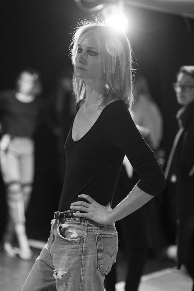 versace-fw17-rtw-fall-winter-2017-backstage-beauty-makeup-looks (157)