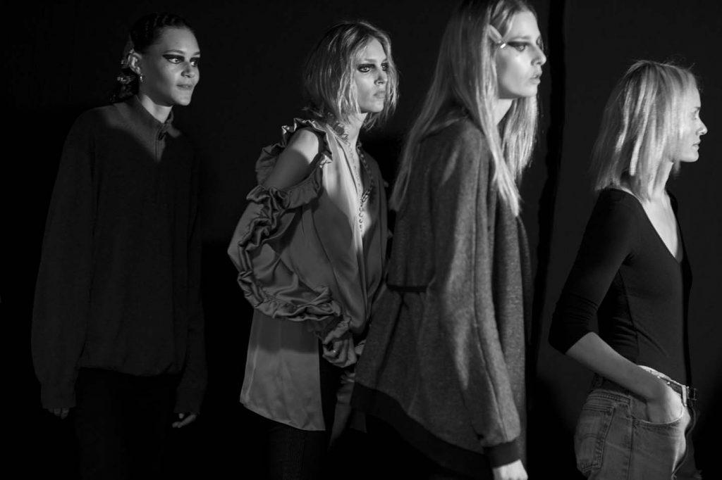 versace-fw17-rtw-fall-winter-2017-backstage-beauty-makeup-looks (160)