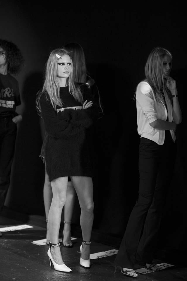 versace-fw17-rtw-fall-winter-2017-backstage-beauty-makeup-looks (162)