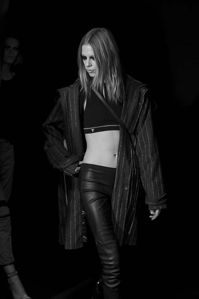 versace-fw17-rtw-fall-winter-2017-backstage-beauty-makeup-looks (163)