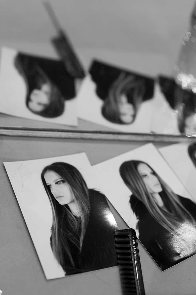 versace-fw17-rtw-fall-winter-2017-backstage-beauty-makeup-looks (173)