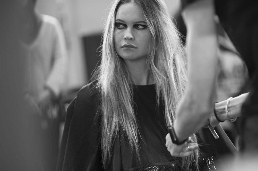 versace-fw17-rtw-fall-winter-2017-backstage-beauty-makeup-looks (178)