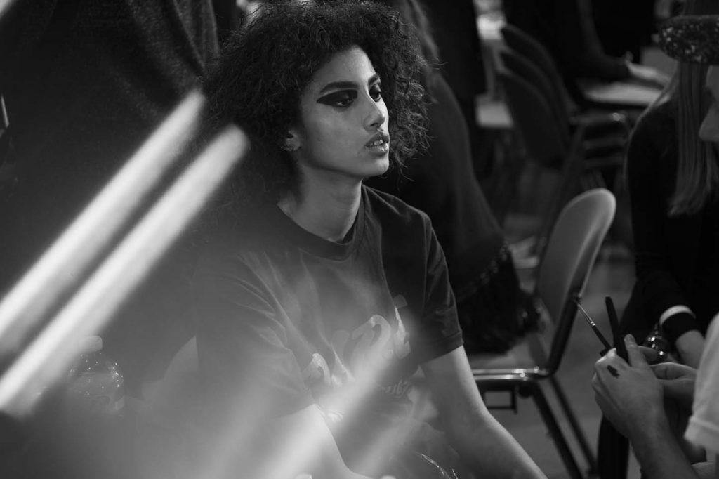 versace-fw17-rtw-fall-winter-2017-backstage-beauty-makeup-looks (188)